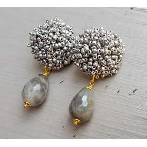 Oorbellen met oorknoppen van zilveren kraaltjes en Labradoriet