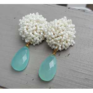 Ohrringe mit oorknoppen weißen Glasperlen und aqua Chalcedon briolet