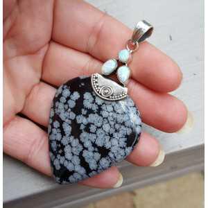 Zilveren hanger met fire Opaal en sneeuwvlok Obsidiaan