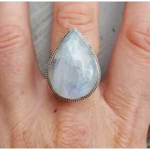 Zilveren ring met Maansteen in bewerkte setting 17.5 mm