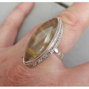 Zilveren ring met marquise gouden Rutielkwarts en bewerkte kop 17.7