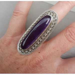 Silber ring mit ovalen Amethyst-set in bearbeitetem Kopf 17