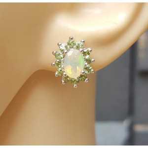 Zilveren oorbellen gezet met Ethiopische Opaal en Peridot