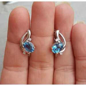Zilveren oorbellen gezet met ovale blauw Topaas