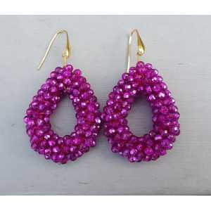 Goud vergulde oorbellen met open druppel van fuchsia roze kristallen
