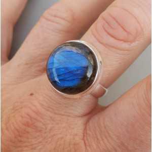 Zilveren ring gezet met ronde Labradoriet 19 mm