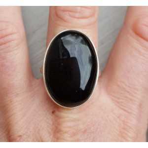 Zilveren ring gezet met brede ovale cabochon zwarte Onyx 19