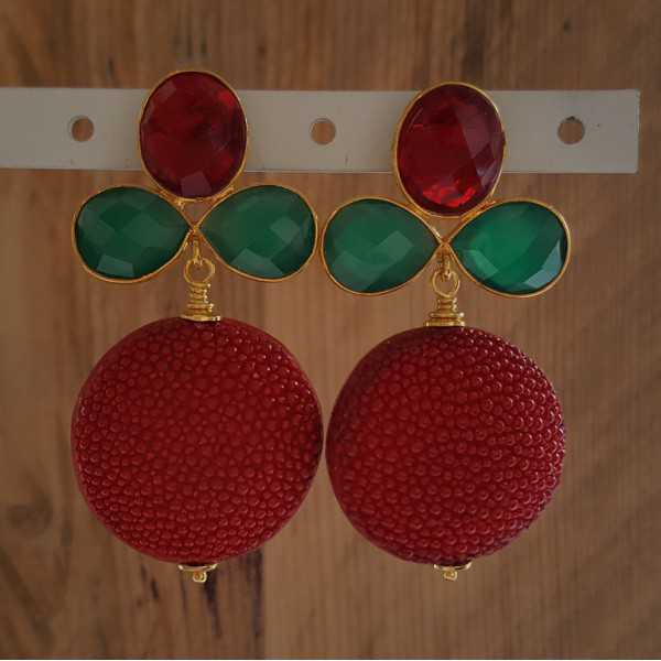 Vergoldete Ohrringe mit roten Roggenleer grün Onyx und roten Quarz