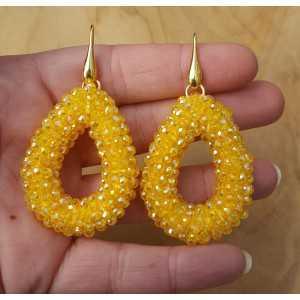 Goud vergulde oorbellen met open druppel gele kristallen
