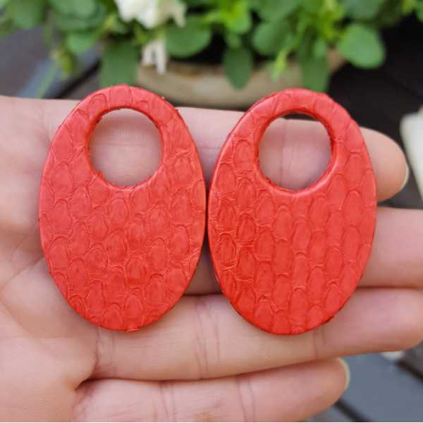 Creole earrings set with oval pendant of red Snakeskin