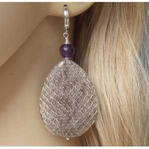 Zilveren oorbellen met Amethist en druppel van Slangenhuid
