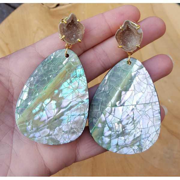 Goud vergulde oorbellen met Agaat geode en crackle schelp