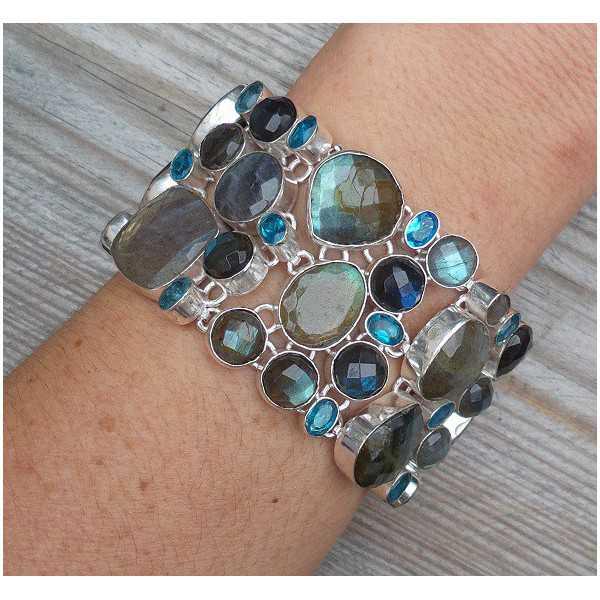 Zilveren armband gezet met facet Labradoriet en blauwe Topazen