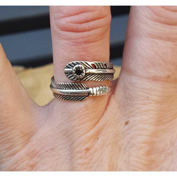 Zilveren veren ring met steentje verstelbaar