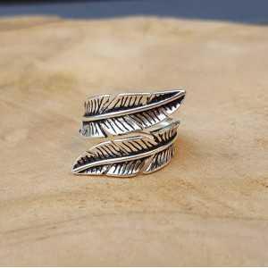 Zilveren veren ring verstelbaar 01