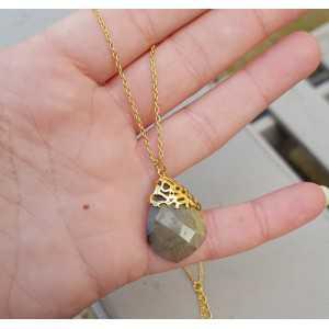 Vergoldete Halskette mit Anhänger aus Labradorit