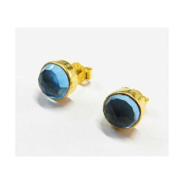 Gold plated oorknoppen set with round facet blue Topaz