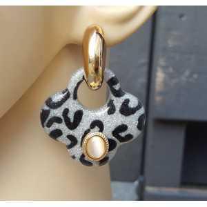 Goud vergulde creolen met grijze klaver oorhangers van resin en ornamenten
