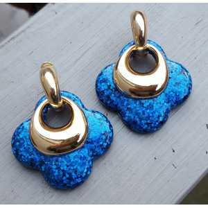 Goud vergulde creolen met blauwe glitter klaver oorhangers van resin