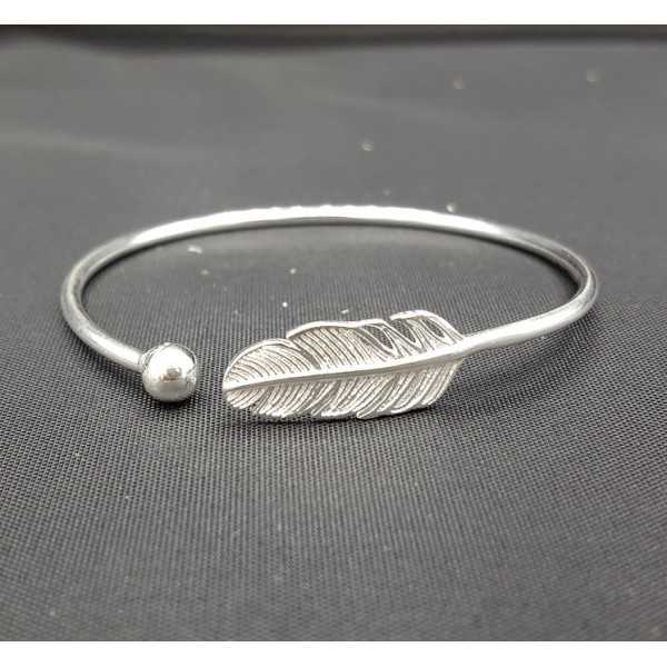 Zilveren armband / bangle met veer
