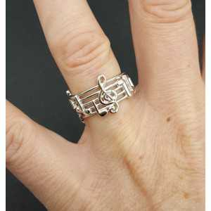 Zilveren ring met muziek ladder en noten 16.5 mm