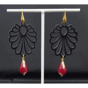 Oorbellen met uitgesneden zwarte Buffelhoorn en rode Jade