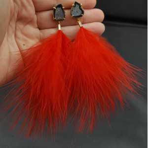 Goud vergulde oorbellen met Agaat geode en rode veren