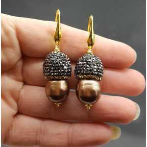 Vergoldete Ohrringe mit Perle und Kristallen