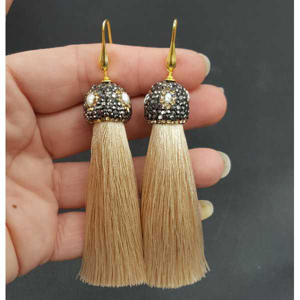 Vergoldet beige Quaste Ohrringe mit Kristallen und Perle