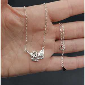 Silver necklace with leaf pendant