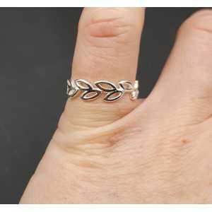 Zilveren ring blaadjes verstelbaar