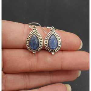 Zilveren oorbellen met druppelvormige cabochon Kyaniet