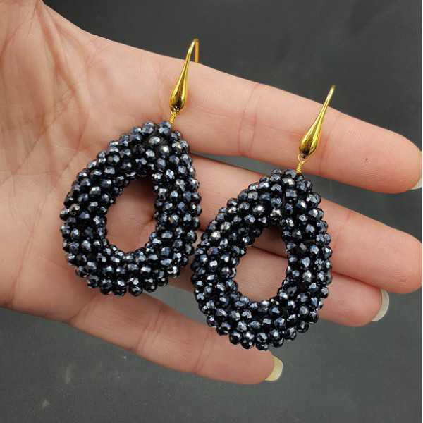 Vergoldete Ohrringe mit offenem Tropfen schwarze Kristalle