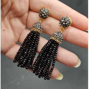 Quaste Ohrringe mit schwarzen Kristallen
