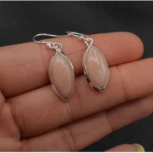 Zilveren oorbellen gezet met marquise roze Opaal
