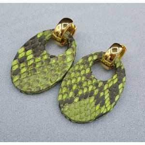 Creolen met ovale lich groene Slangenleer hanger