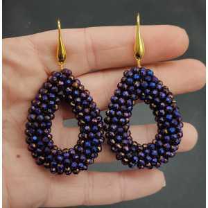 Goud vergulde oorbellen met open druppel van blauw metallic kristallen