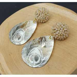 Ohrringe mit beige Kristalle und shell mit gold pauwenveer