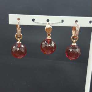 Rosé vergoldeten Anhänger und Kreolen mit rund Granat und Quarz
