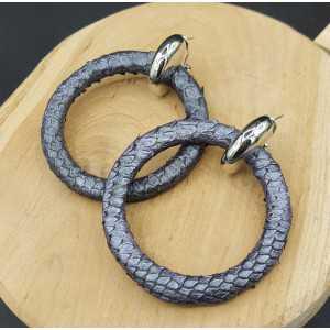 Creolen met metallic grijze ring van Slangenleer