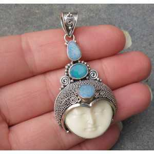 Zilveren hanger met gezicht en gezet met drie Doublet Opalen