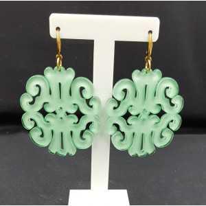 Oorbellen met mint groene resin hanger