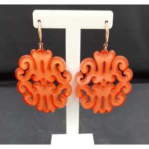 Oorbellen met oranje resin hanger