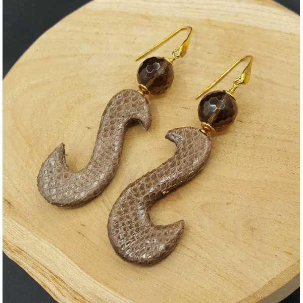 Oorbellen met Smokey Topaas en bruine hanger van Slangenleer