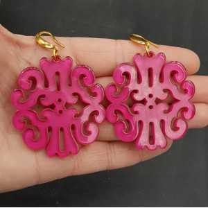Oorbellen met fuchsia roze resin hanger
