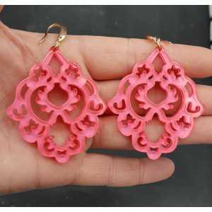 Oorbellen met fluo roze resin hanger