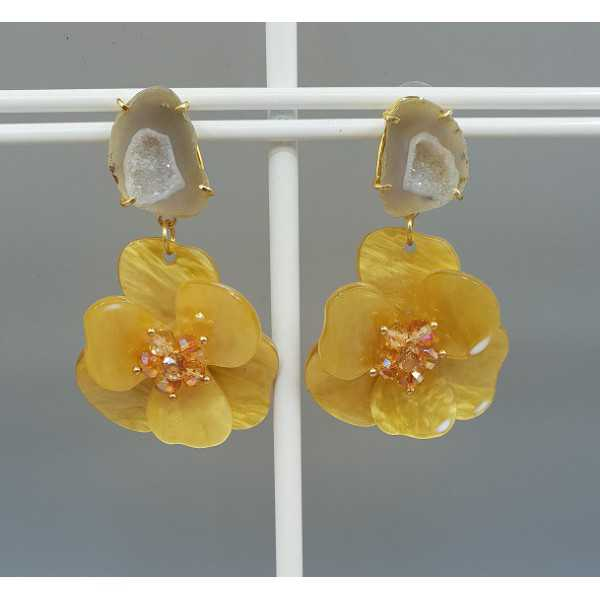 Gold plated earrings Agate geode and yellow resin flower