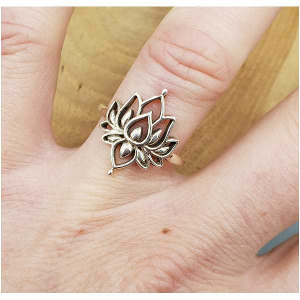 Silver ring with Lotus 16.5 or 17.5 mm