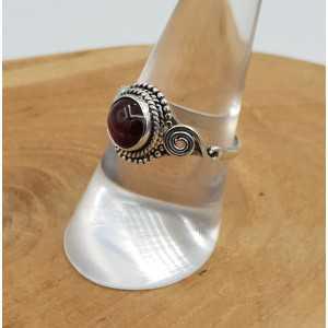 Zilveren ring met ronde Granaat 17.5 mm