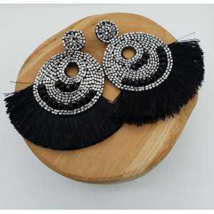Grote zwart zilver kleurige beaded oorbellen